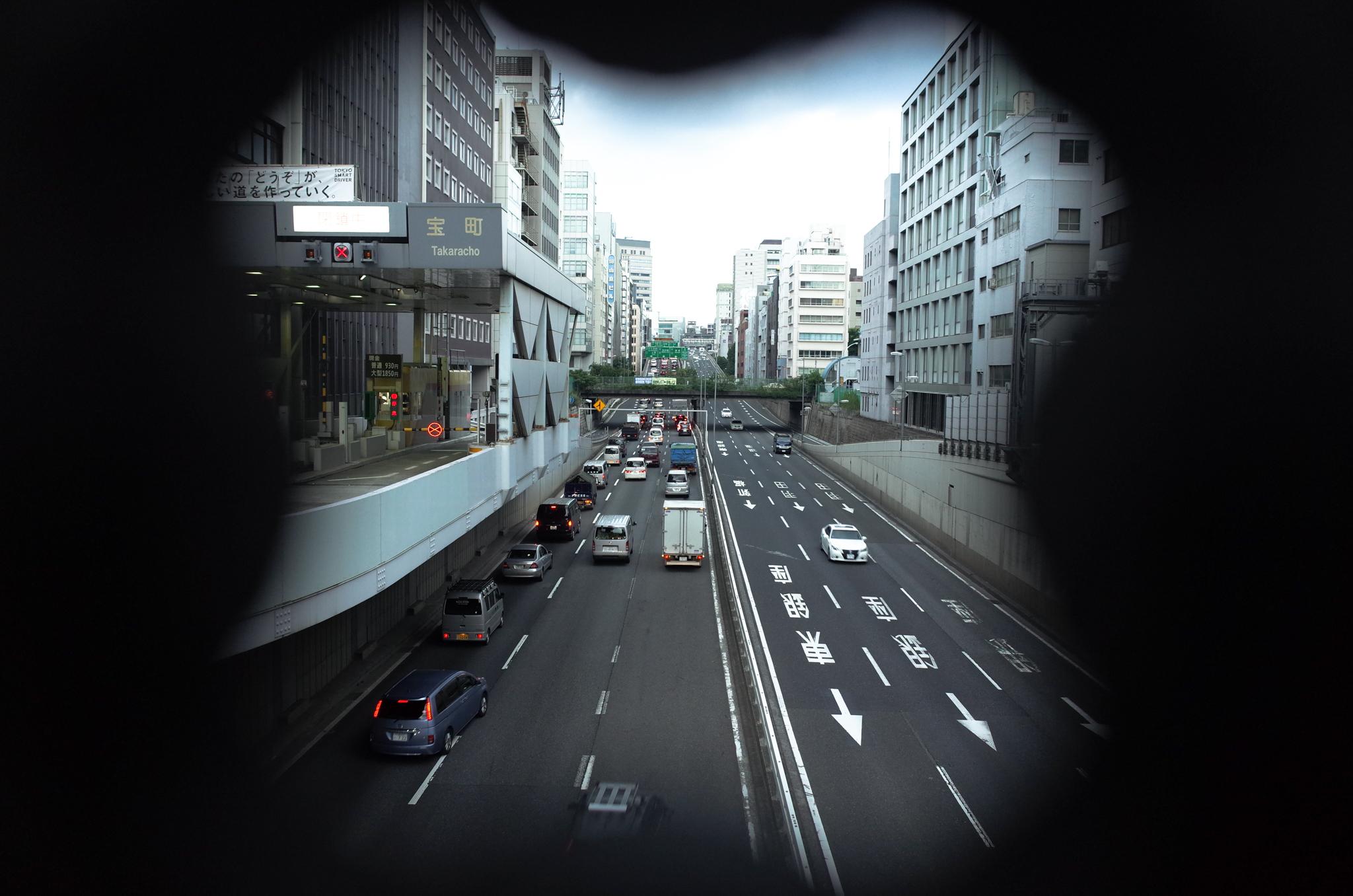 日本橋に近づいたところで高架になってきた