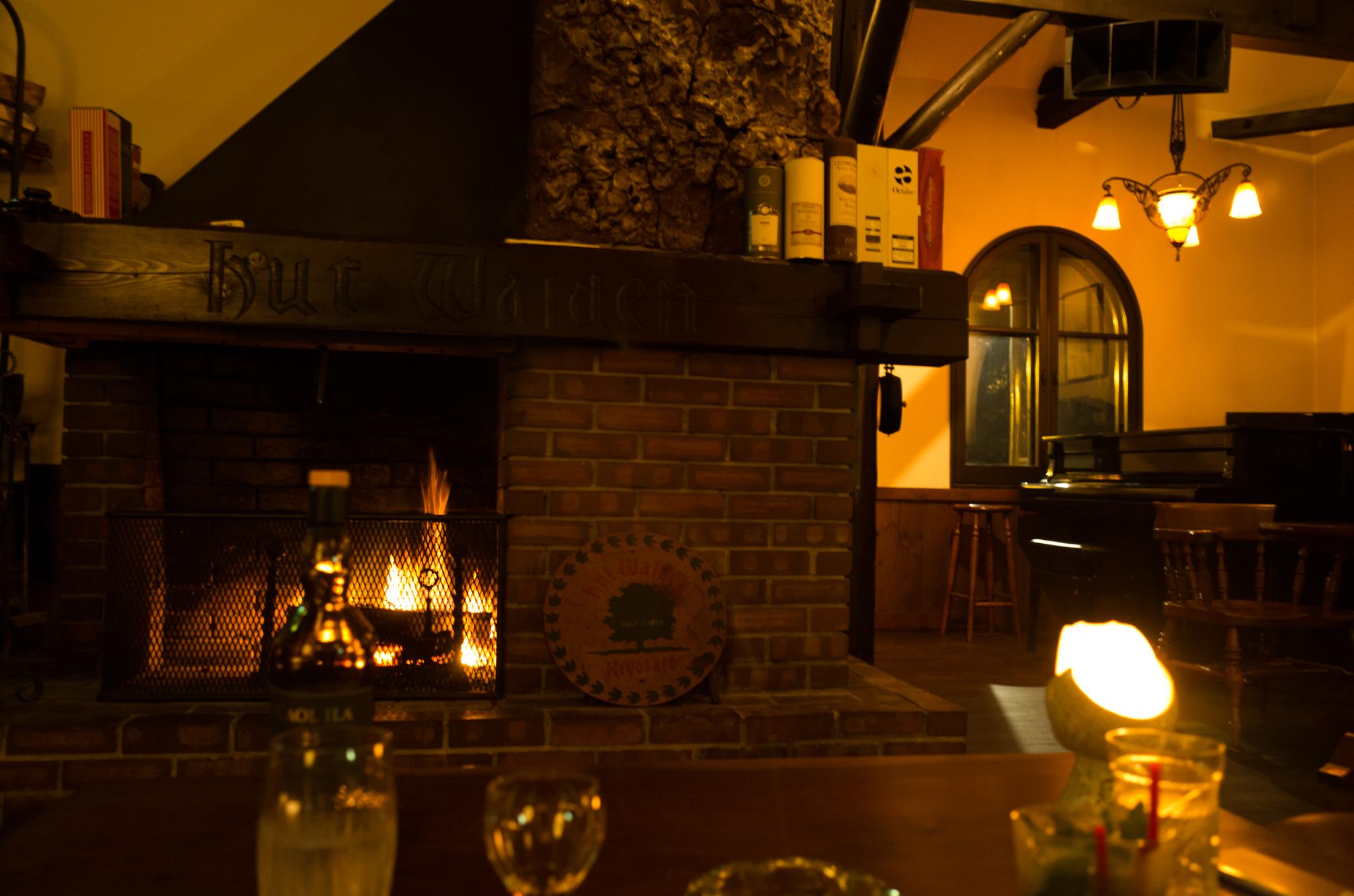 暖炉とモルト。清里の9月中旬はちょっと冷えました。
