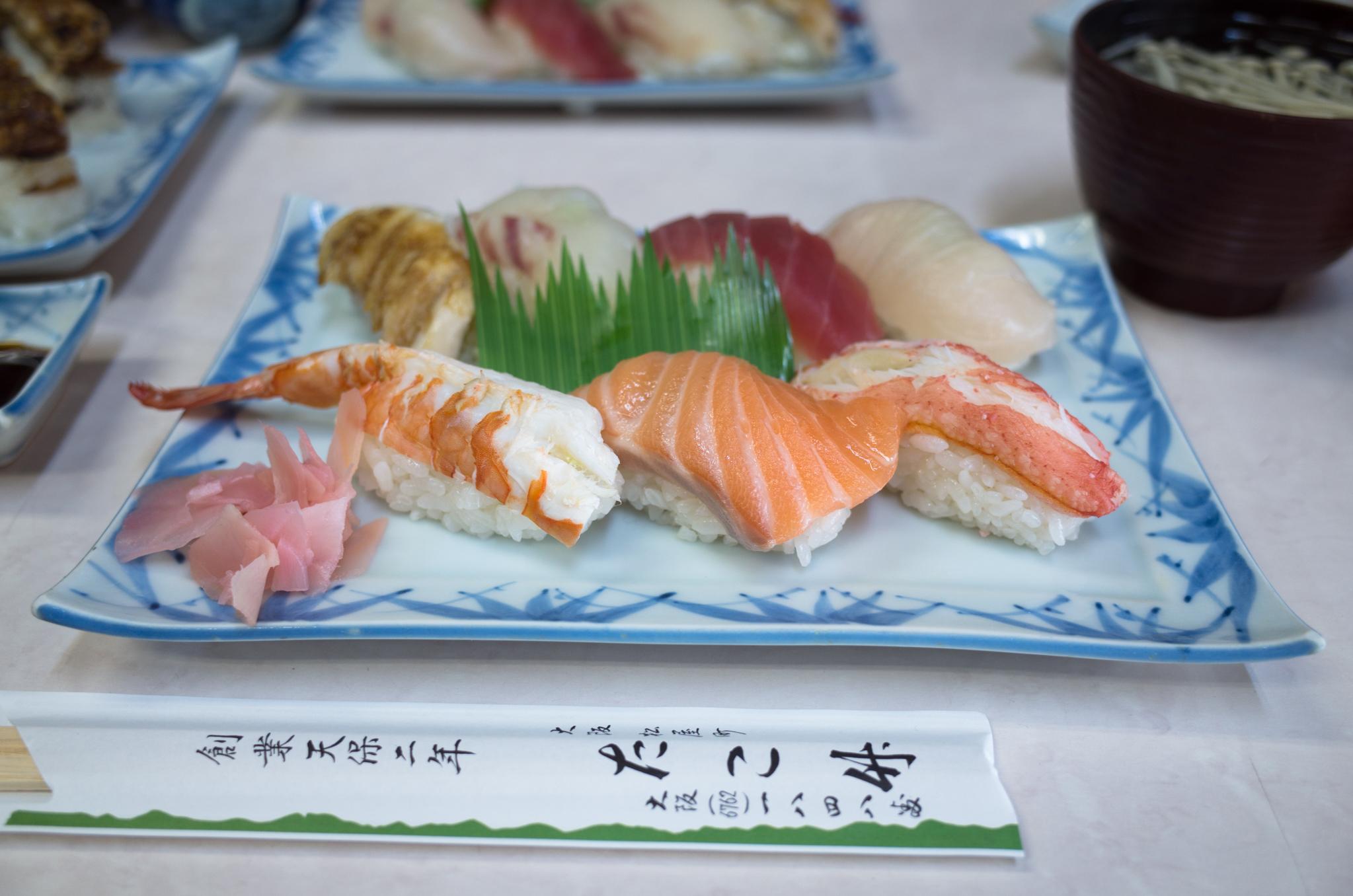 押し寿司推しの寿司屋で頼んだ握り、おにぎりサイズ